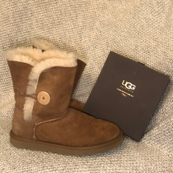4b44dfc2668 Women's UGG Boots & Sheepskin Care Kit